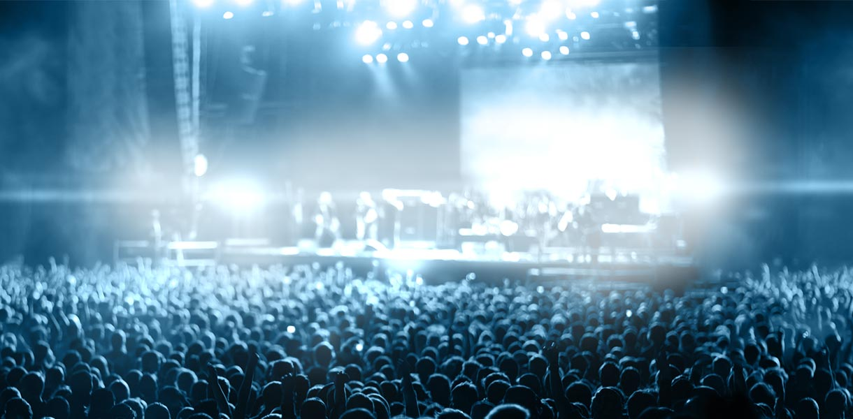 crowd-banner-blue-600px
